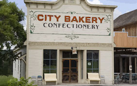 Bakery building cake